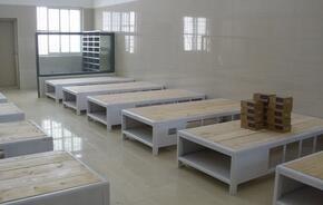 看守所床W型的制作安装